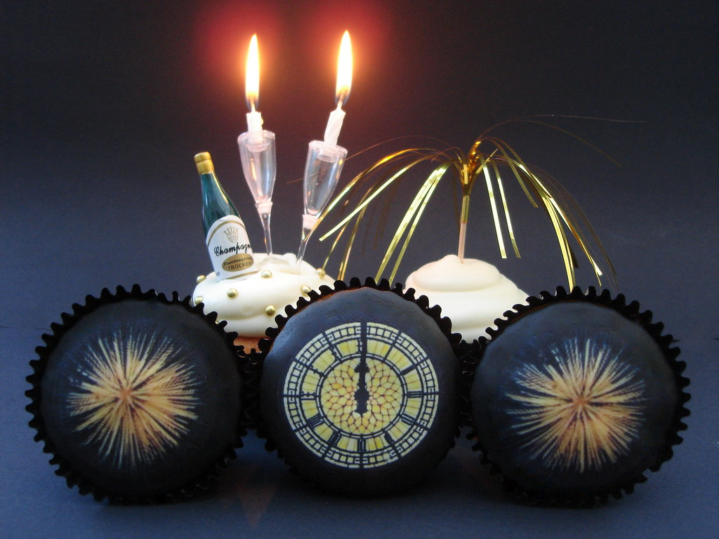 Cupcake Decorating Ideas New Years Eve : New Years Eve Big Ben and firework Cupcakes Victorious ...