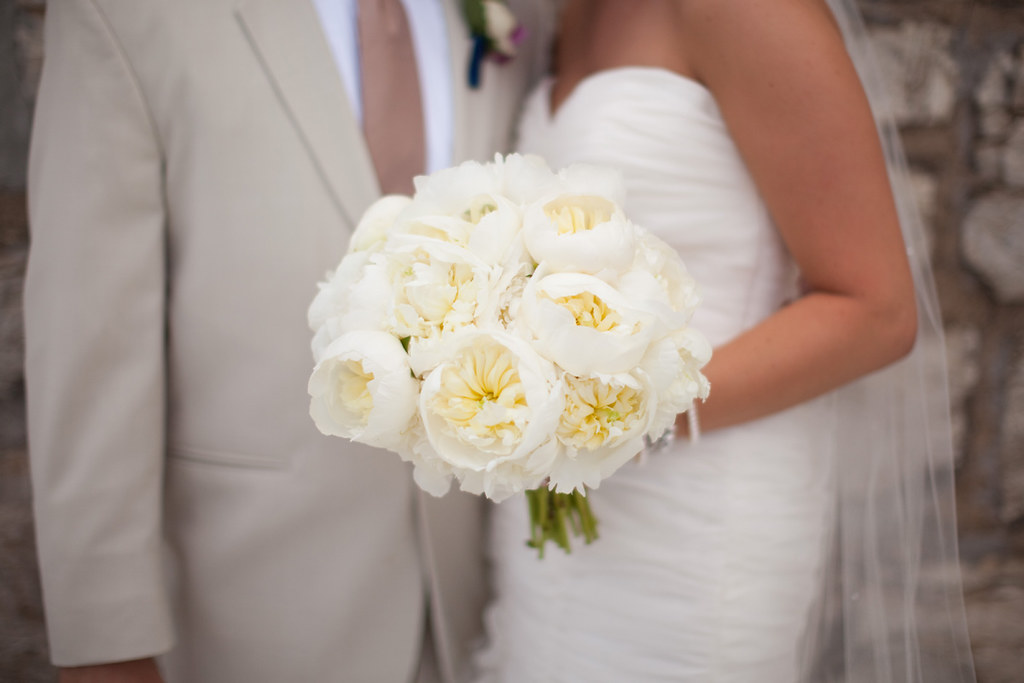 white wedding flower bouquets bouquet of peonies photo by versluis photography design 1367