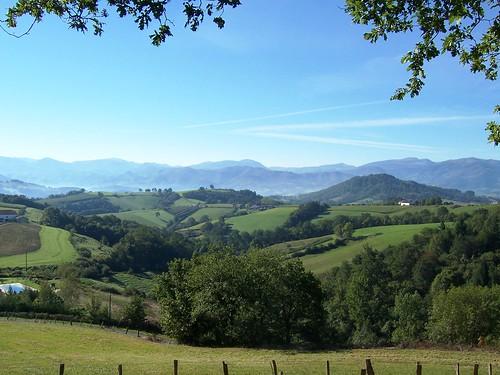 Vue autour du village de jaxu pays basque pyr n es - Office du tourisme pyrenees atlantiques ...