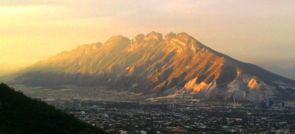 Al Com Mobile >> Cerro de las Mitras al atardecer | Un bello atardecer ...