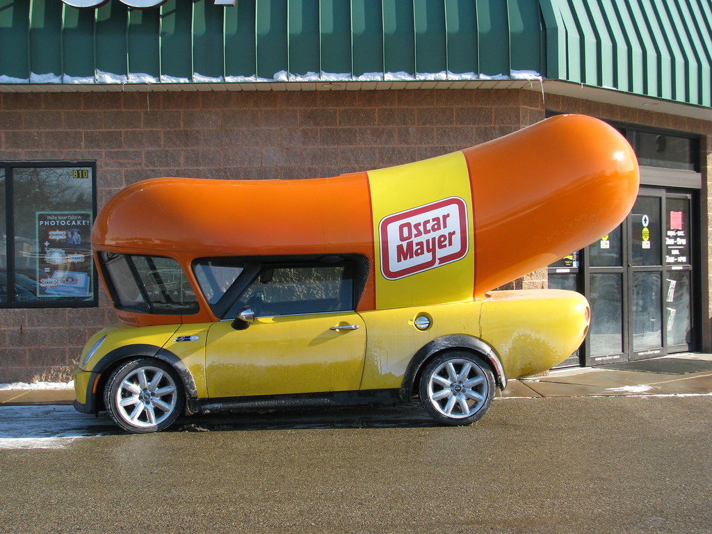 Voitures Insolites besides 3 as well Uber Will Deliver Free Hot Dogs Today In The Oscar Mayer Wienermobile 8142412 together with 10 Food Trucks Qui Sortent Vraiment De Lordinaire together with Vintage Kit Cat Clock. on oscar wienermobile