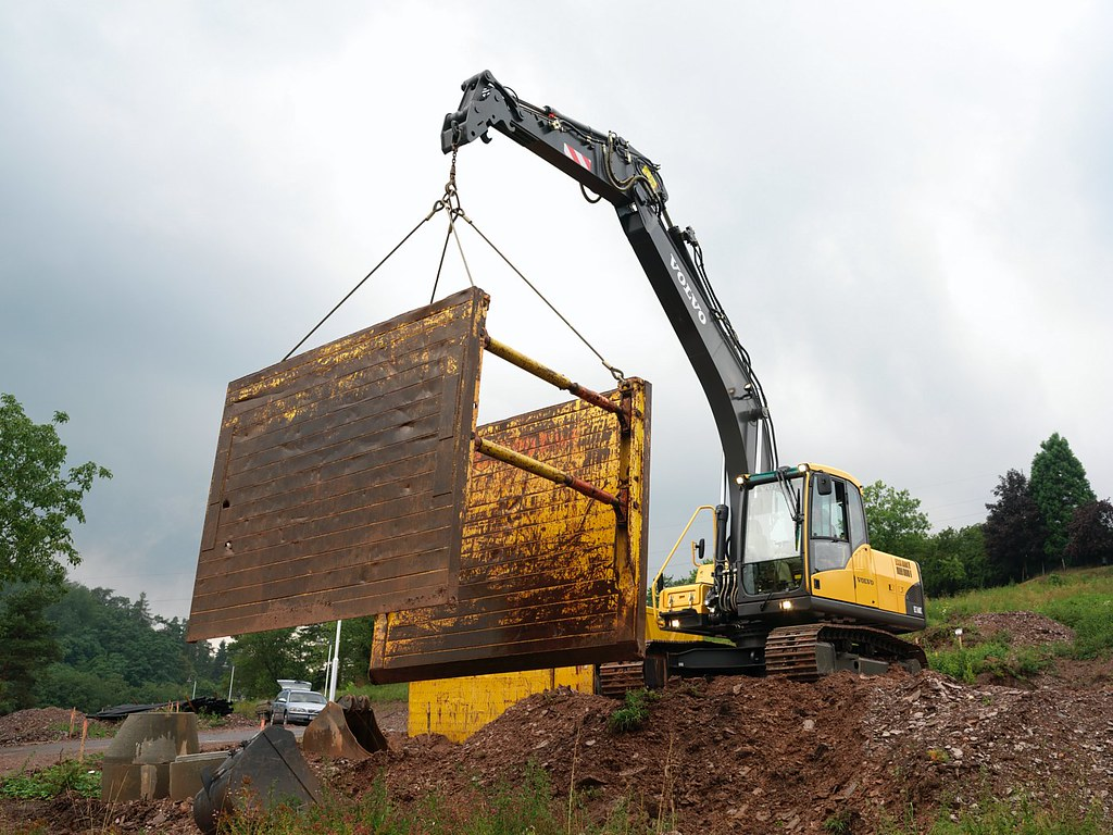 Volvo Ec160c Excavator Lifting The Volvo Excavator