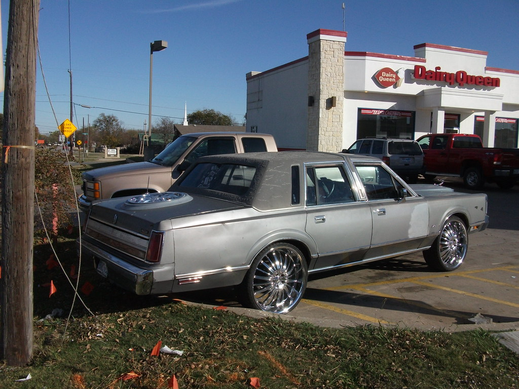 Car Check Up >> Lincoln Town Car   Ratty Lincoln Town Car with big wheels. Q…   Flickr