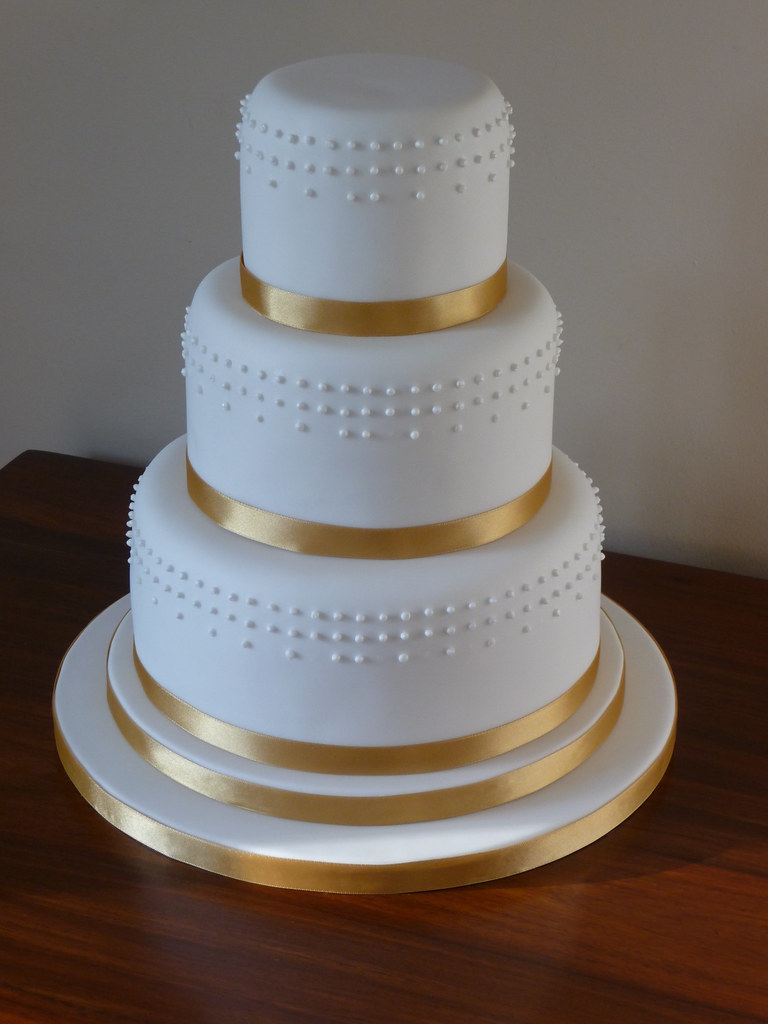 ribbon wedding cake dots and gold ribbon wedding cake this is my second 7091