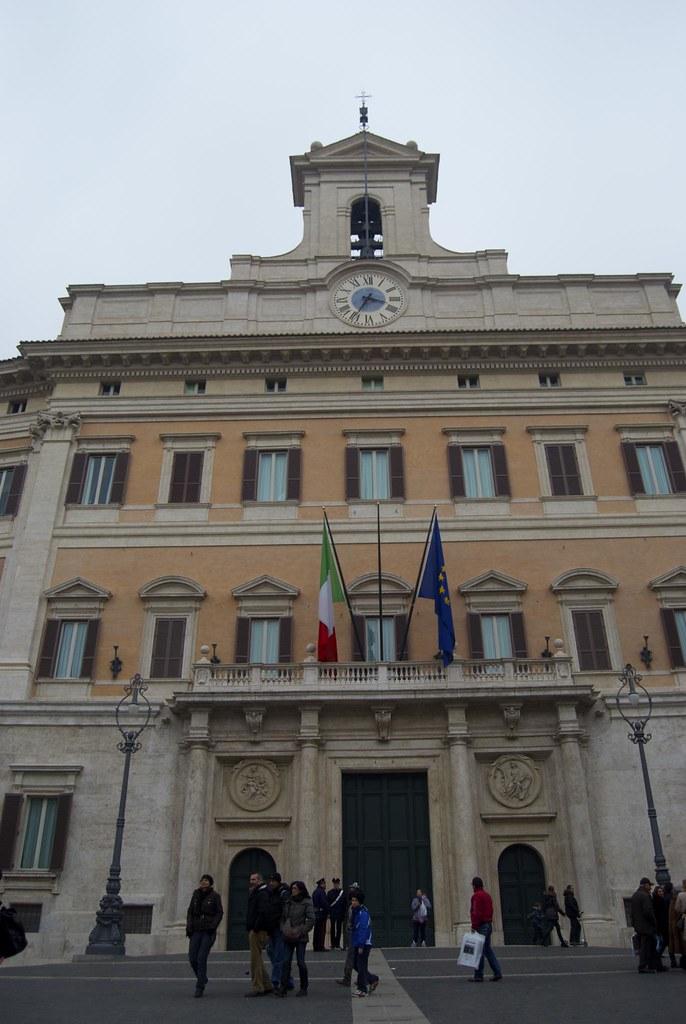 Montecitorio 31 dicembre 2010 montecitorio sede della for Sede camera dei deputati