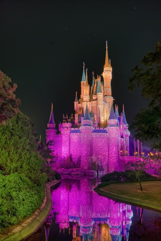 Magic Kingdom - Walt Disney World | Cinderella Castle is ...
