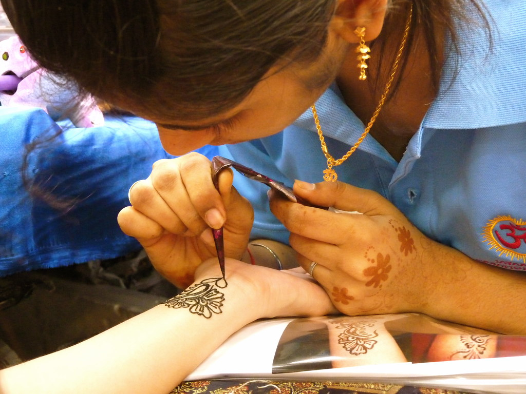 Artisan henna tattoo artist little india singapore for Tattoo singapore forum
