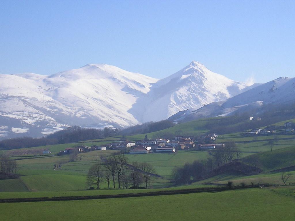 Paysage de neige behorl guy pays basque pyr n es atlanti - Office de tourisme pyrenees atlantiques ...