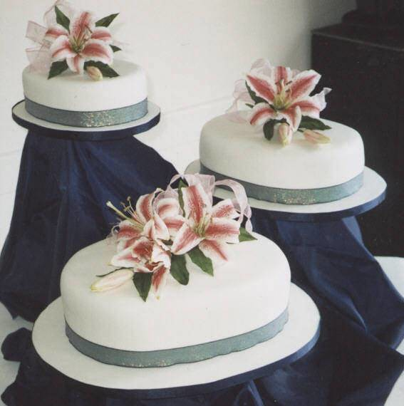 oval wedding cakes oval wedding cakes with stargazer lilies i creating 18097