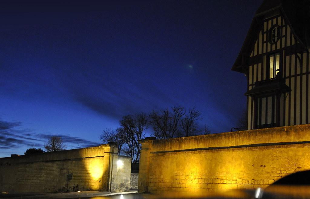 Les remparts de la rochelle et la maison du chat de nuit flickr - La maison blanche la rochelle ...
