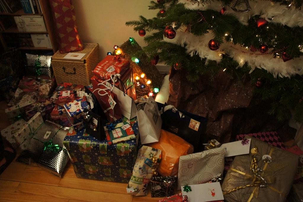 Cadeaux de no l sous le sapin ghislain sillaume flickr - Les meilleurs cadeaux de noel ...
