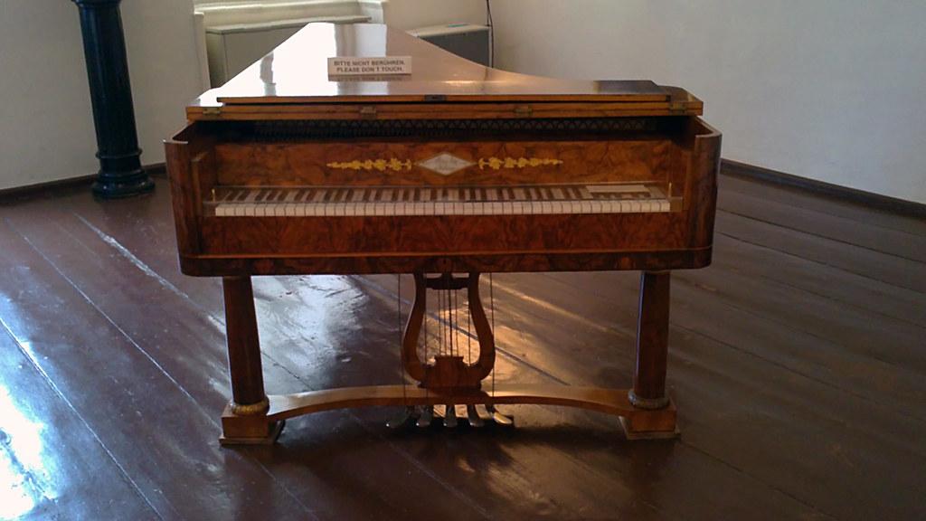 Beethoven 39 s piano at the pasqualatihaus beethoven 39 s for Garage aggiunta piani 2 piani