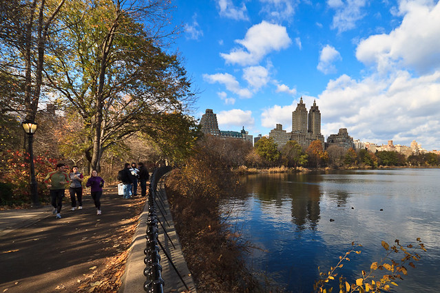 The jacqueline kennedy onassis reservoir in central park for Apartment overlooking central park