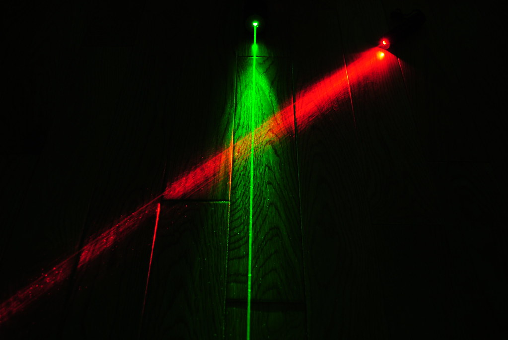 Crossed Red And Green Laser Beams A Shot Of My 450mw