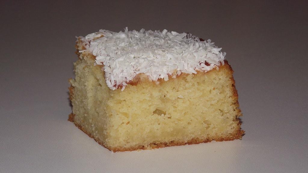 Sponge Cake Artinya : Jam & Coconut Sponge Cake A light, moist sponge cake ...