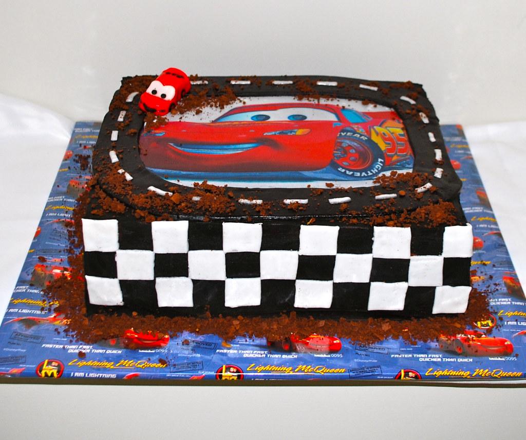Disney Cars Cake Disney Pixar Cars - Lightning McQueen ...