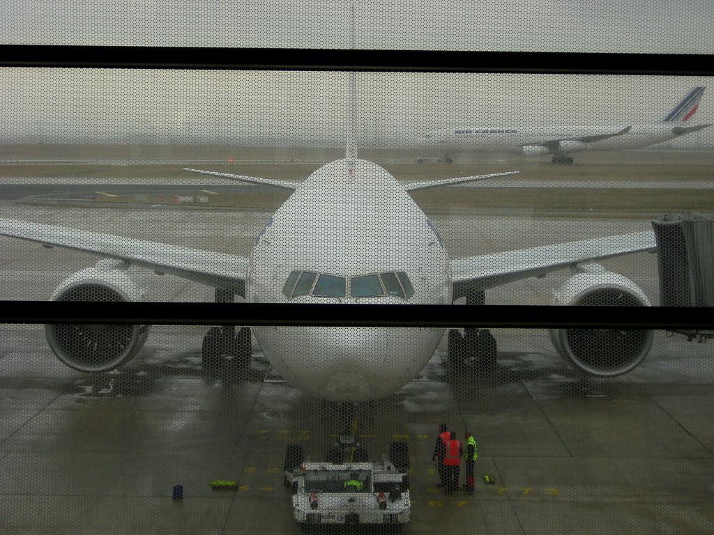 Air france boeing 777 paris cdg terminal 2e bernard for Salon air france terminal 2e