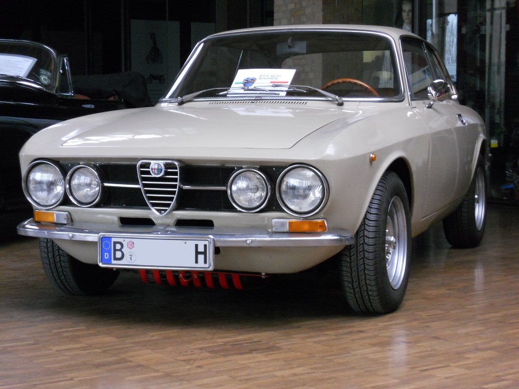 alfa romeo gt 1300 junior bertone coup alfa bertone gt flickr. Black Bedroom Furniture Sets. Home Design Ideas