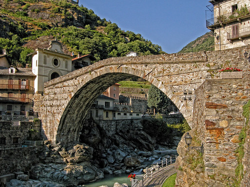pont saint martin il ponte romano o ponte del diavolo flickr photo sharing. Black Bedroom Furniture Sets. Home Design Ideas