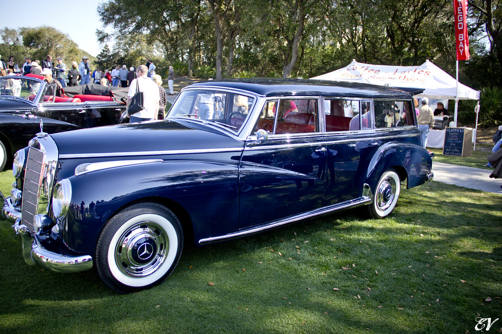 1956 mercedes benz 300c station wagon in 1956 a wealthy for Mercedes benz 300c