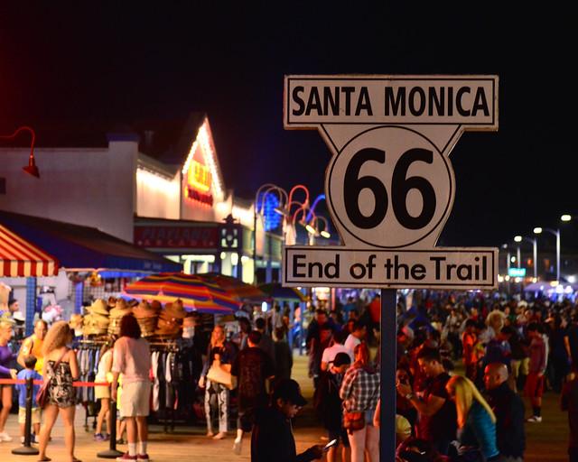 Final de la Ruta 66 en la Costa Oeste de Estados Unidos en el pier de Santa Mónica