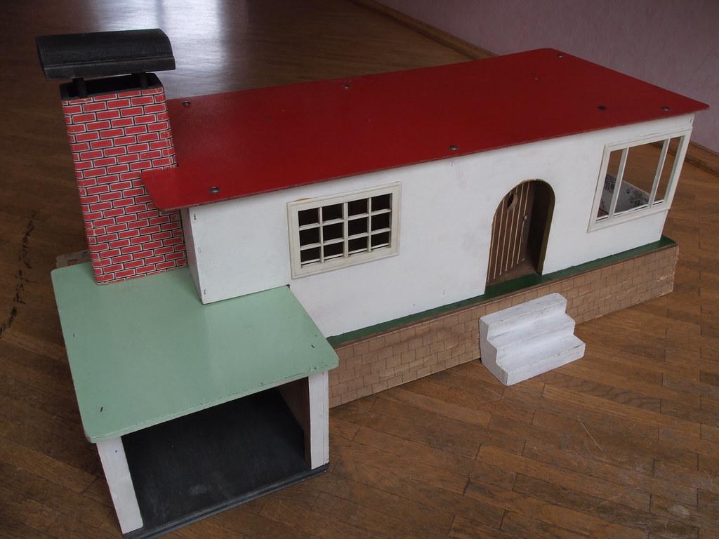 1950er kibri haus mit garage puppenhaus aus holz mit plast flickr. Black Bedroom Furniture Sets. Home Design Ideas