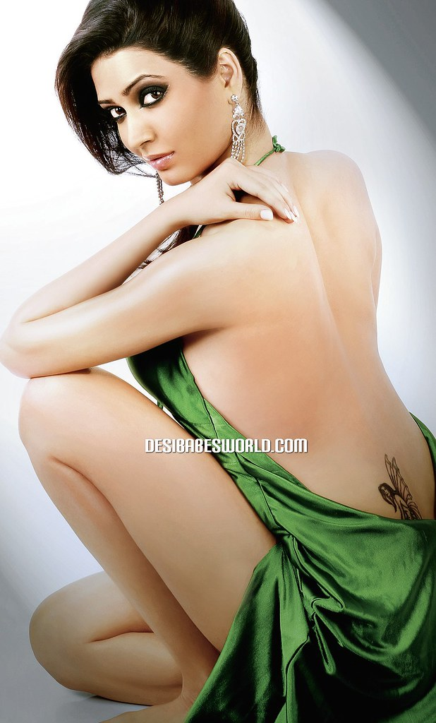 Karishma Tanna Backless Pose  Karishma Tanna Backless -7054