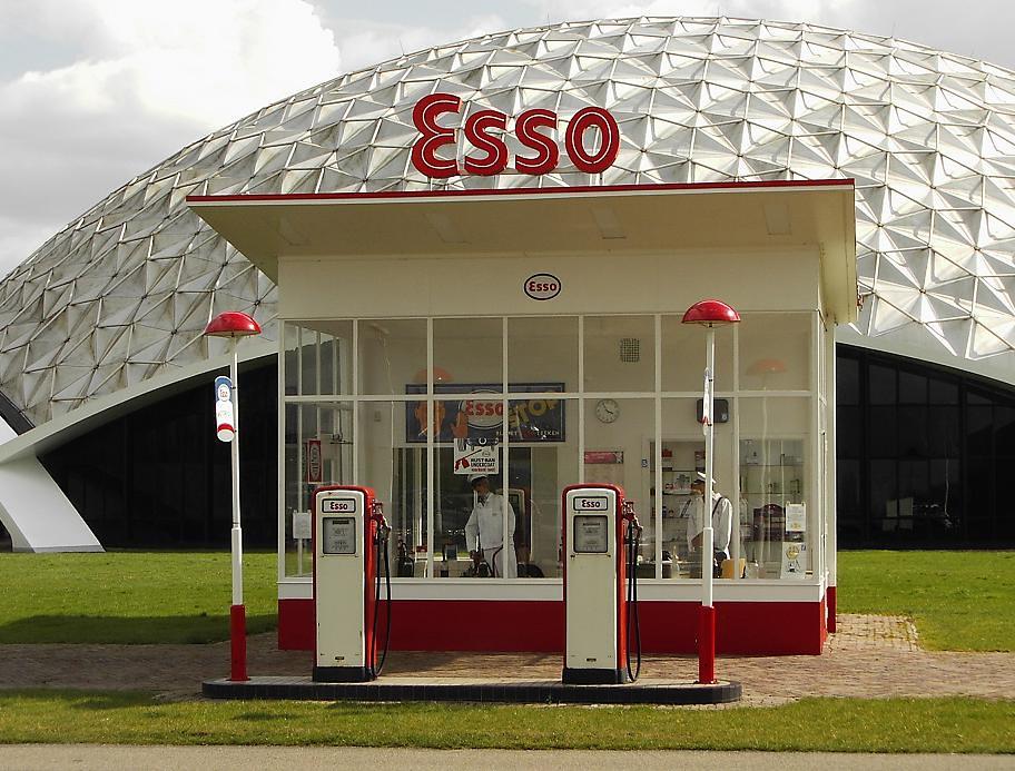 1954 esso gas station by dudok dit pompstation stond bij h flickr. Black Bedroom Furniture Sets. Home Design Ideas