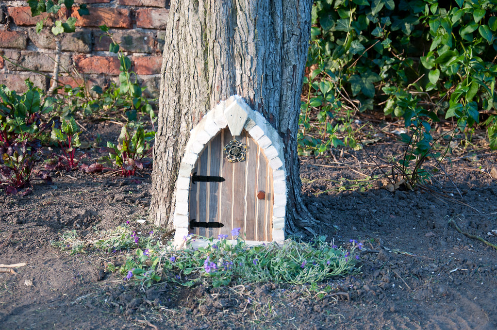 How to build a fairy house 06 building a fairy house or for Fairy doors to make