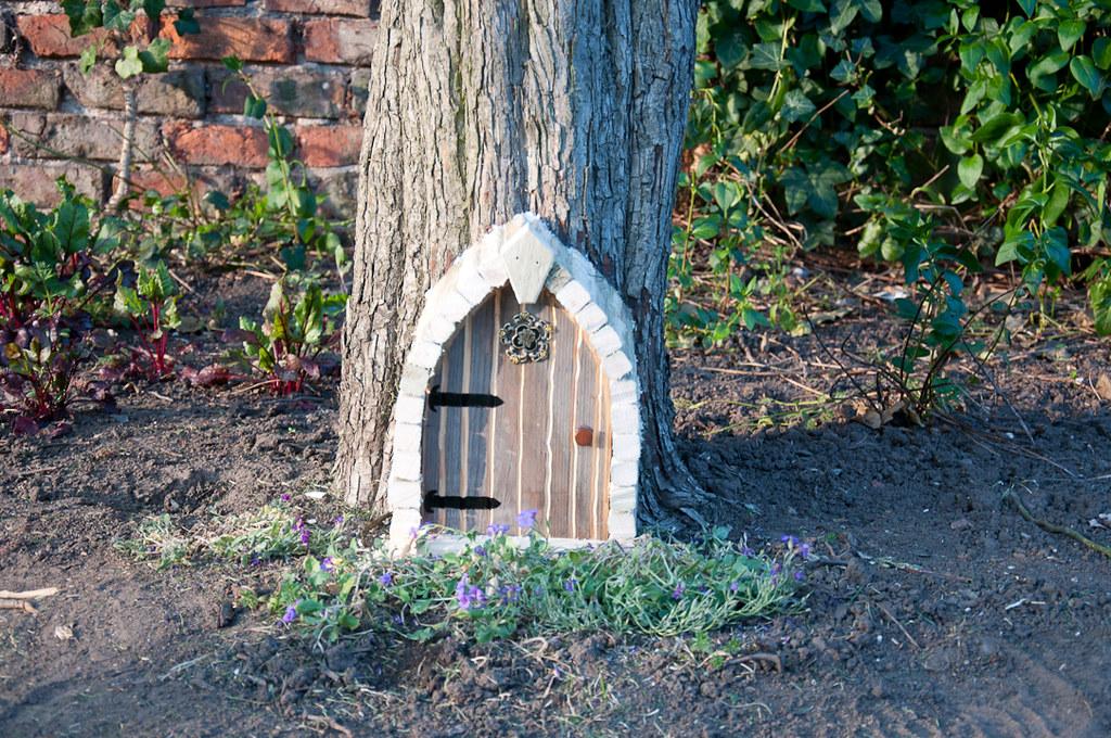 How to build a fairy house 06 building a fairy house or for Diy fairy house door