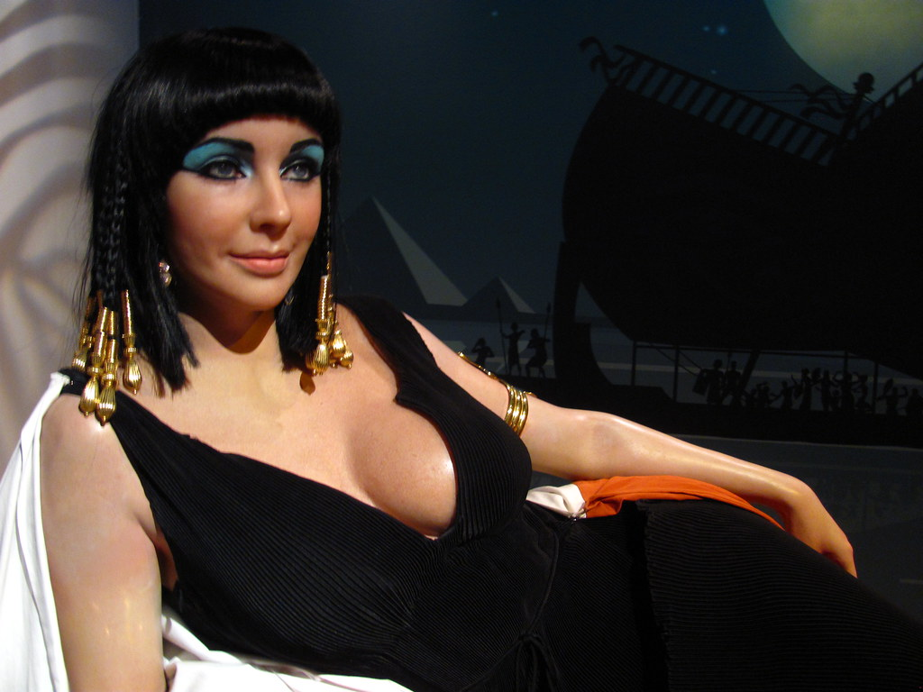 Elizabeth Taylor Cleopatra Figure At Madame Tussauds Holly