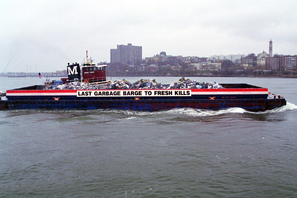 Last barge of garbage to Fresh Kills