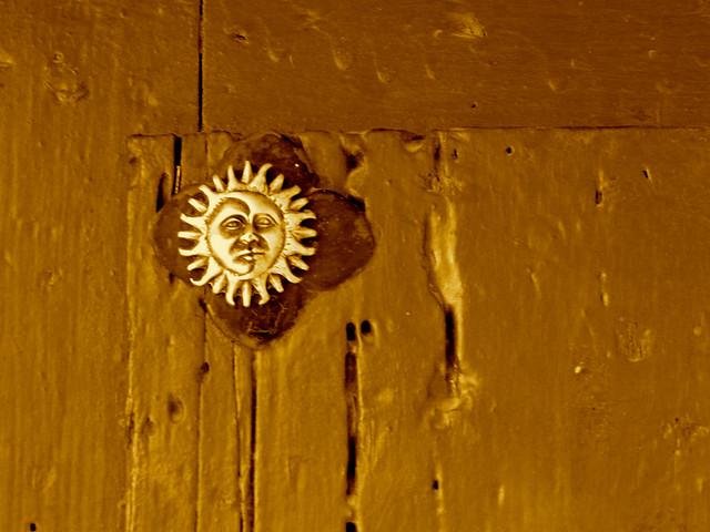 Sol en las Casas Colgadas de Cuenca, sobre el río Huécar