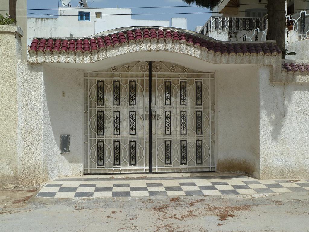 Porte ext rieure en fer forg la cit el ghazala tunis flickr for Porte d entree fer forge algerie
