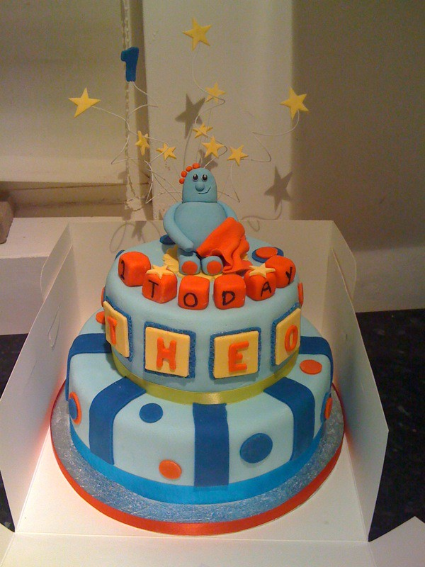 how to make an iggle piggle cake