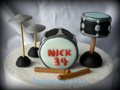 How To Make A Drum Cake Topper