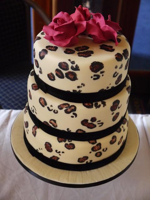 leopard print cake - www.tattoo-cakes.co.uk - Scunthorpe ...