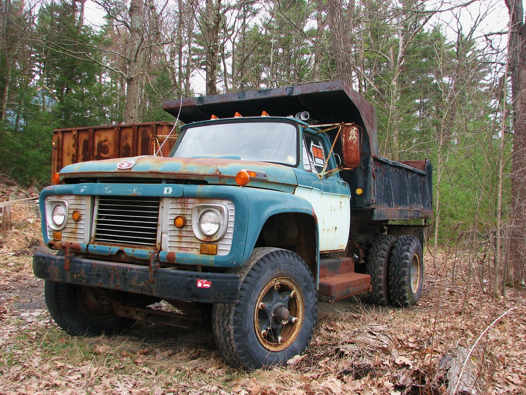 A 1964 FORD F-950 DUMP TRUCK IN APRIL 2011 | Rusty but ...