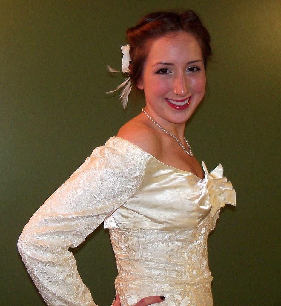 Ivory vs white wedding dress purity.