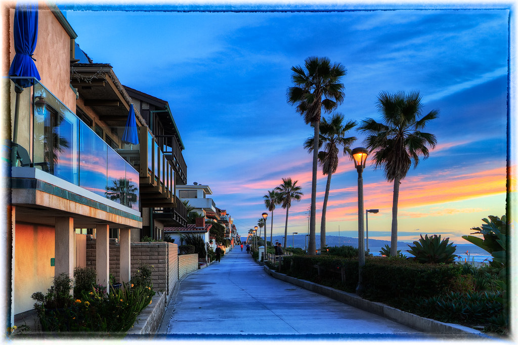 Los Angeles Sunset A View Of The Strand In El Porto In