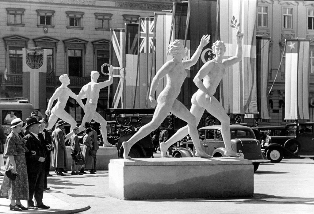 Erdmann encke statues portes de brandebourg 2 pionnier for Porte de brandebourg