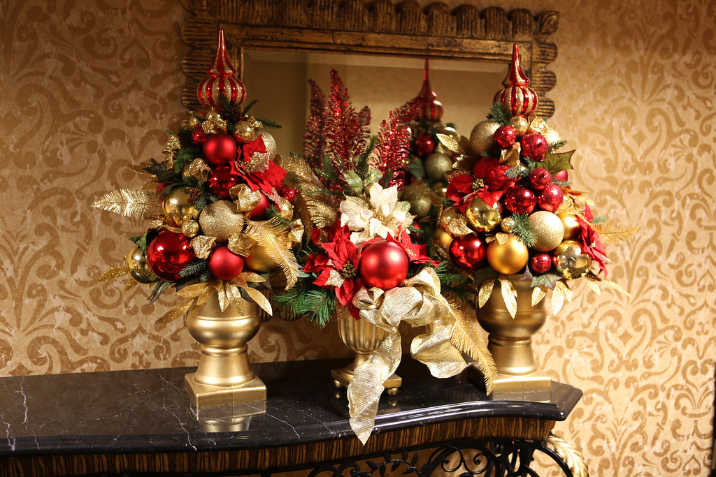 Red and gold christmas centerpieces balls