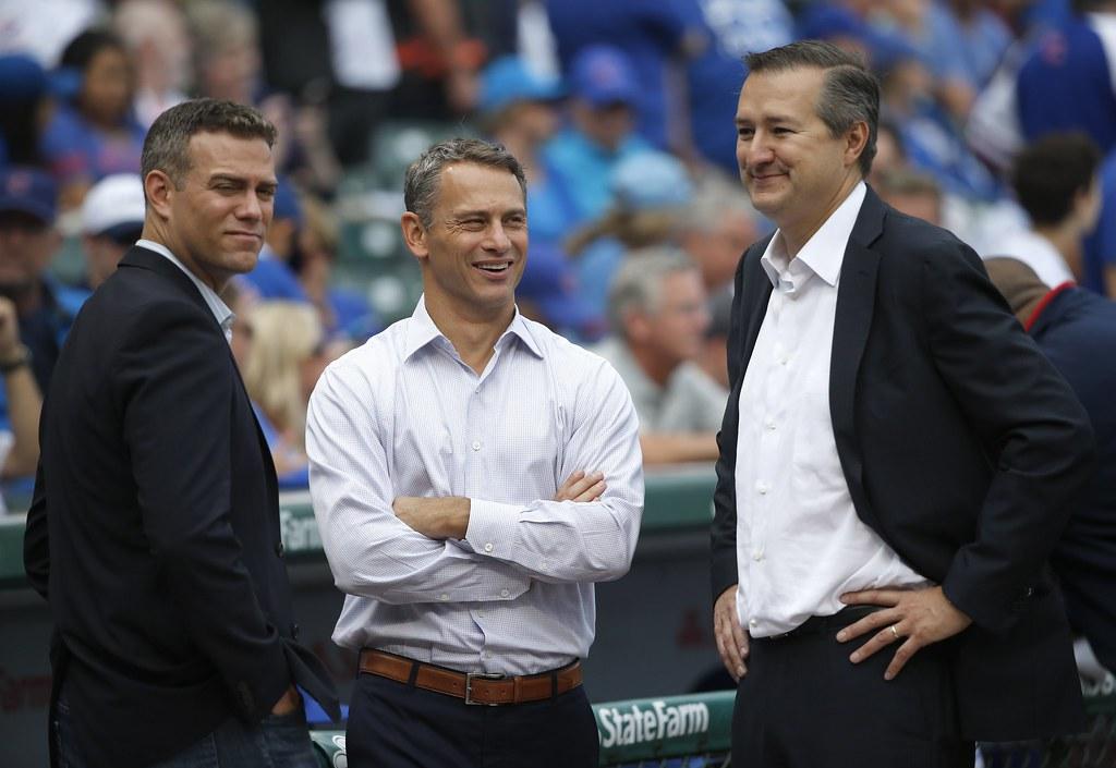 小熊總經理Jed Hoyer(中)與棒球事務部總裁Theo Epstein(左)、老闆Tom Ricketts。(達志影像資料照)