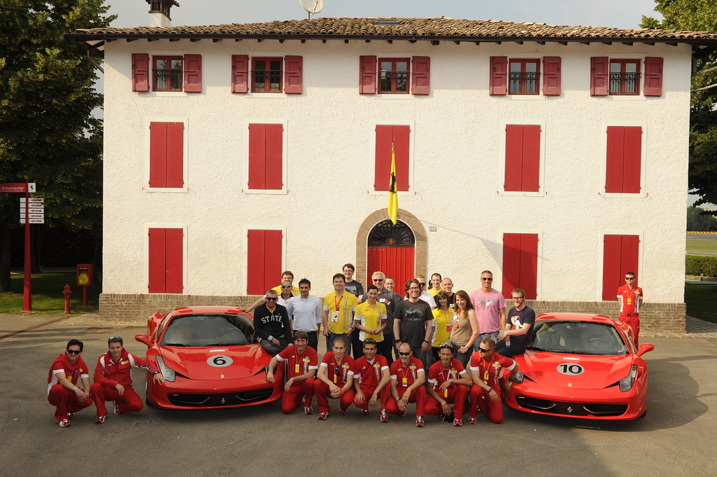 Enzo Ferrari S House In Maranello Group Picture Shell Svpc