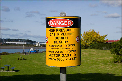 "DANGER ""High pressure gas pipeline buried nearby"" 