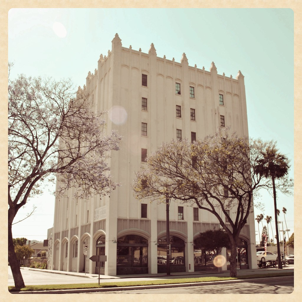Lifestyles Glendale Ca Old Bekins Building This Old