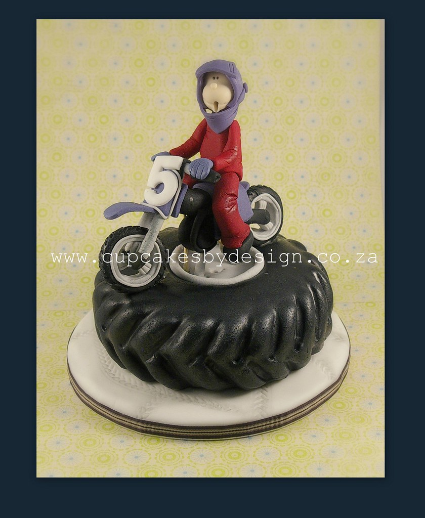 Hennie 39 s motorbike cake i made this 15cm cake for a boy for Motorbike template for cake