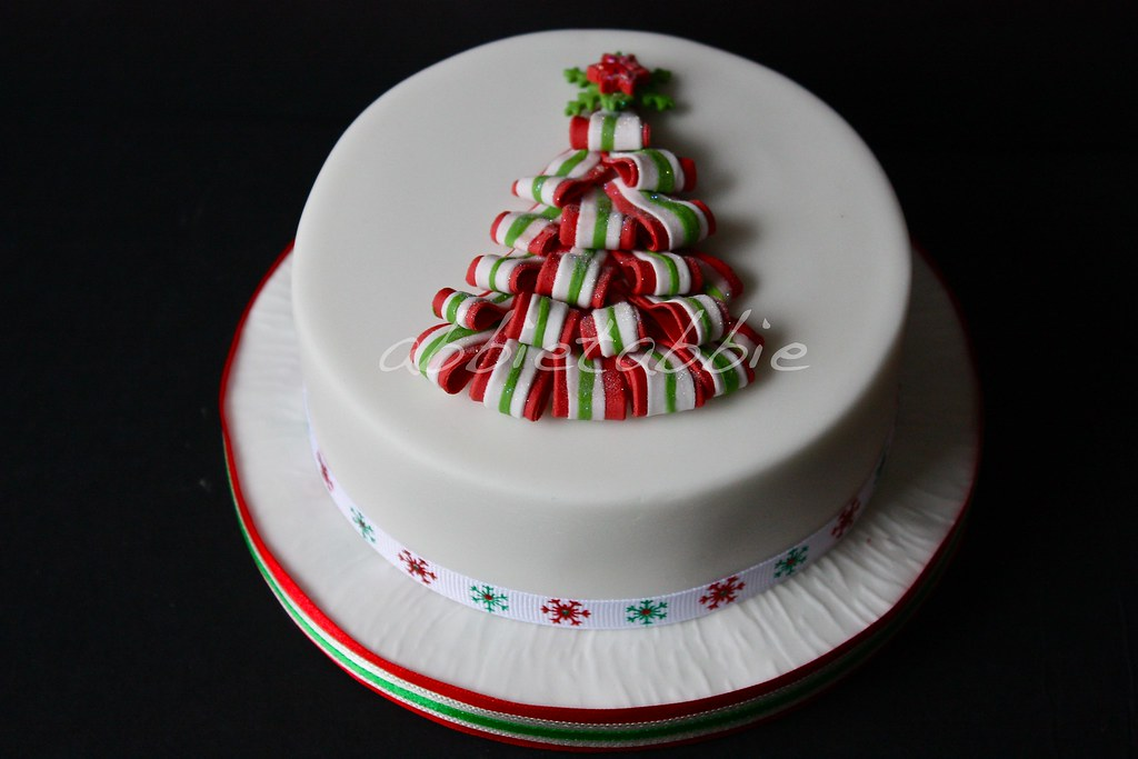 Unusual Christmas Cake Design : Christmas cake no 2 ...... ..... this is the other tiny ...