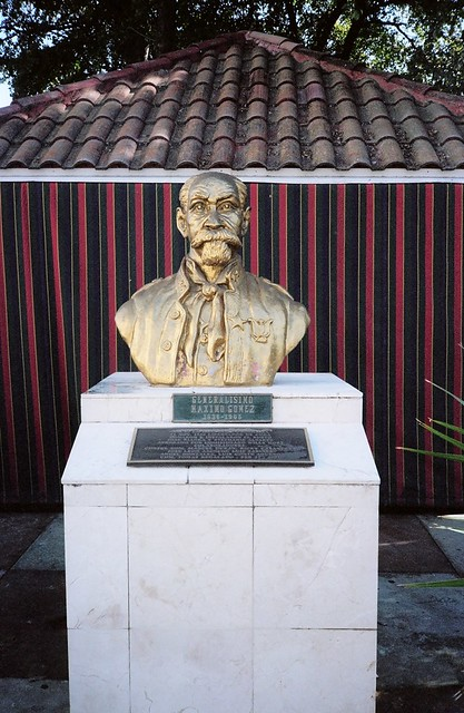 Bust Of General Maximo Lopez Domino Park Miami Flickr