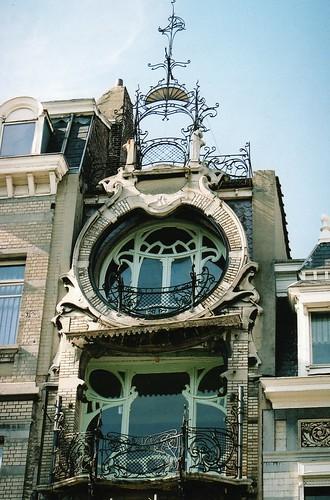Maison saint cyr 11 square ambiorix bruxelles for Maison deco belgique